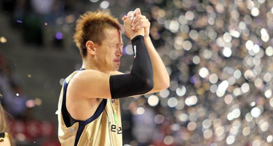 優勝を決めた瞬間、顔をくしゃくしゃにして喜ぶ#9小菅直人